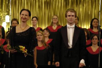 sopranistka D. Burešová a sbormistr L. Vasilek